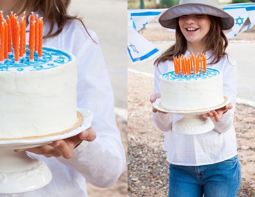 עוגת שכבות יום הולדת כחול לבן