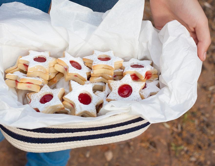 סלסלת עוגיות ריבה מתוקות ליום העצמאות
