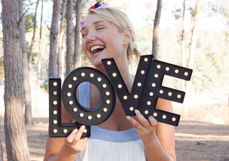 אותיות אהבה מאירות לחג האהבה