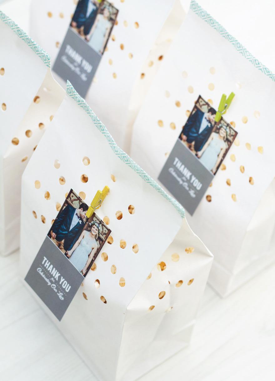 מתנות לאורחים בארוע-שקיות נייר ממולאות פופקורן